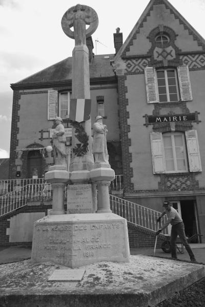 Serge-Philippe-Lecourt-2015-Monument-aux-morts-Breuil-en-Auge-2