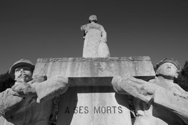 Serge Philippe Lecourt-2015-Monument-aux-morts-L-Aige-(61)-11
