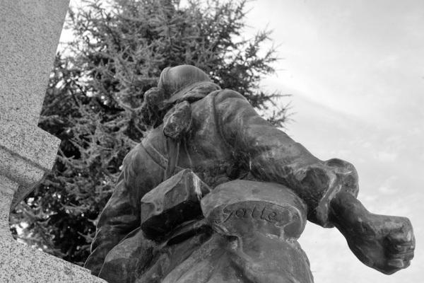 Serge-Philippe-Lecourt-2014-Monument-aux-morts-Iffendic-35-1