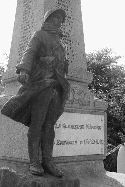 Serge-Philippe-Lecourt-2014-Monument-aux-morts-Iffendic-35-2