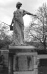 Serge-Philippe-Lecourt-2014-Monument-aux-morts-Trévières-gueule-cassee-1