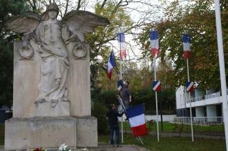 Serge-Philippe-Lecourt-2015-11-11-Bayeux-monument-aux-morts-15