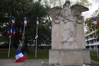 Serge-Philippe-Lecourt-2015-11-11-Bayeux-monument-aux-morts-20