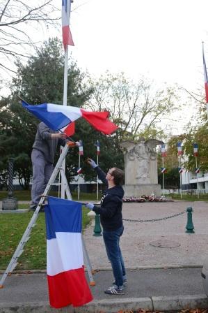 Serge-Philippe-Lecourt-2015-11-11-Bayeux-monument-aux-morts-29