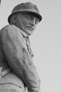 Serge-Philippe-Lecourt-2015-Monument-aux-morts-St-Marcouf-50-75