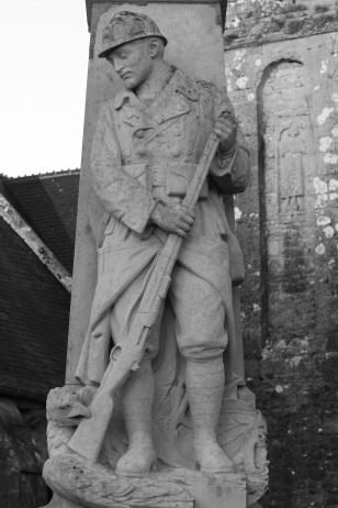 Serge-Philippe-Lecourt-2015-Monument-aux-morts-St-Marcouf-50-82