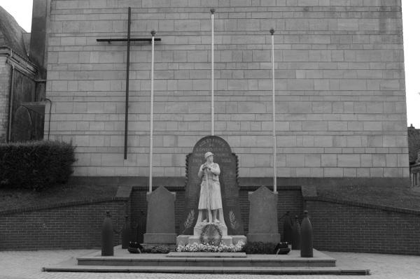 Serge-Philippe-Lecourt-2014-08-Monument-aux-morts-Londinieres-76-1