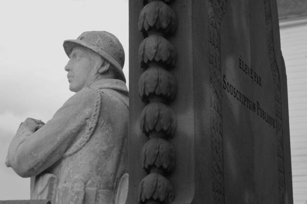 Serge-Philippe-Lecourt-2014-08-Monument-aux-morts-Londinieres-76-3