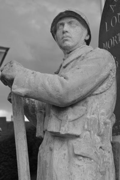 Serge-Philippe-Lecourt-2014-08-Monument-aux-morts-Londinieres-76-4
