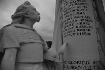 Serge-Philippe-Lecourt-2014-08-Monument-aux-morts-Le-Trait-76-1