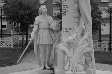 Serge-Philippe-Lecourt-2014-08-Monument-aux-morts-Le-Trait-76-3