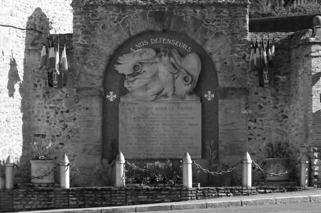Serge-Philippe-Lecourt-2016-monument-aux-morts-Menilles-27-1
