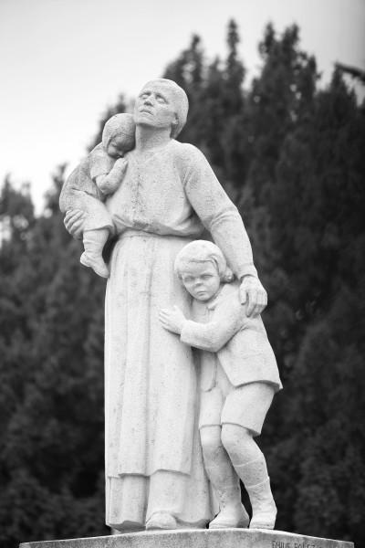 serge-philippe-lecourt-monument-aux-morts-equeurdreville-hainneville-50