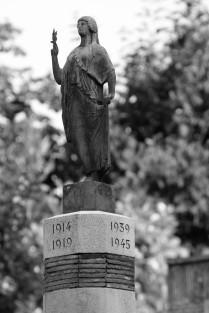serge-philippe-lecourt-2016-monument-aux-morts-lyons-la-foret-27-24