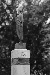 serge-philippe-lecourt-2016-monument-aux-morts-lyons-la-foret-27-25