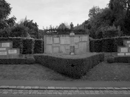 serge-philippe-lecourt-2016-monument-aux-morts-lyons-la-foret-27