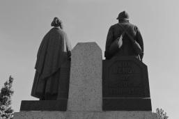 serge-philippe-lecourt-2014-05-monument-aux-morts-loudeac-22-1