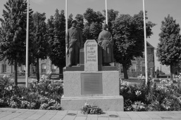 serge-philippe-lecourt-2014-05-monument-aux-morts-loudeac-22-3