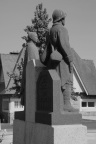 serge-philippe-lecourt-2014-05-monument-aux-morts-loudeac-22-5