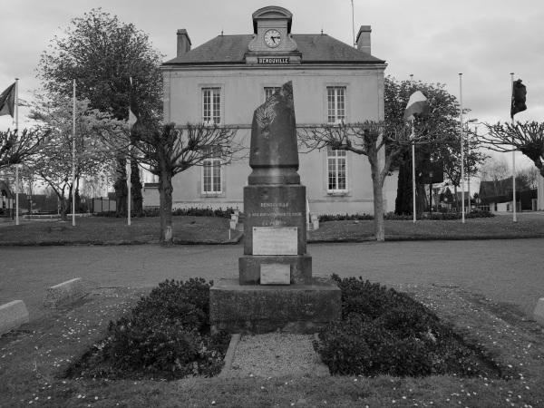 serge-philippe-lecourt-2016-monument-aux-morts-benouville-14-1