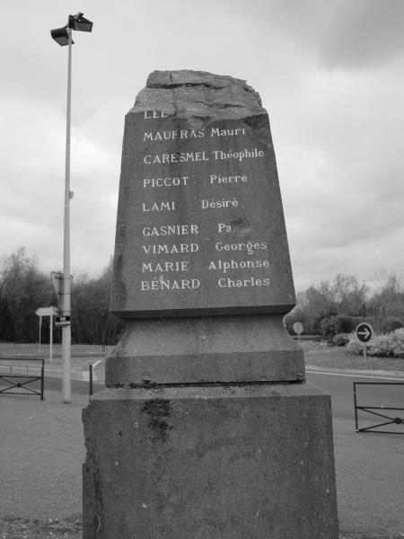 serge-philippe-lecourt-2016-monument-aux-morts-benouville-14-5