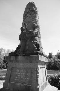 Serge-Philippe-Lecourt-2014-Monument-aux-morts-Quintin-22-3