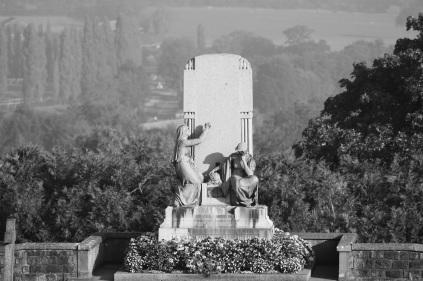 Serge-Philippe-Lecourt-2016-10-Vire-eglise-monument-aux-morts-34