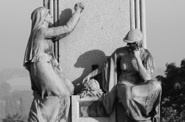 Serge-Philippe-Lecourt-2016-10-Vire-eglise-monument-aux-morts-43