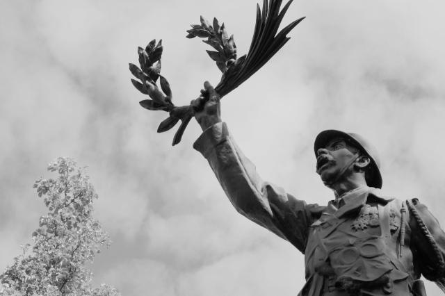 Serge-Philippe-Lecourt-2017-04-Monument-aux-morts-Lonlay-l-abbaye-61-51