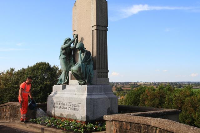 Serge-Philippe-Lecourt-201810-Monument-aux-morts-Vire-cimetiere-5